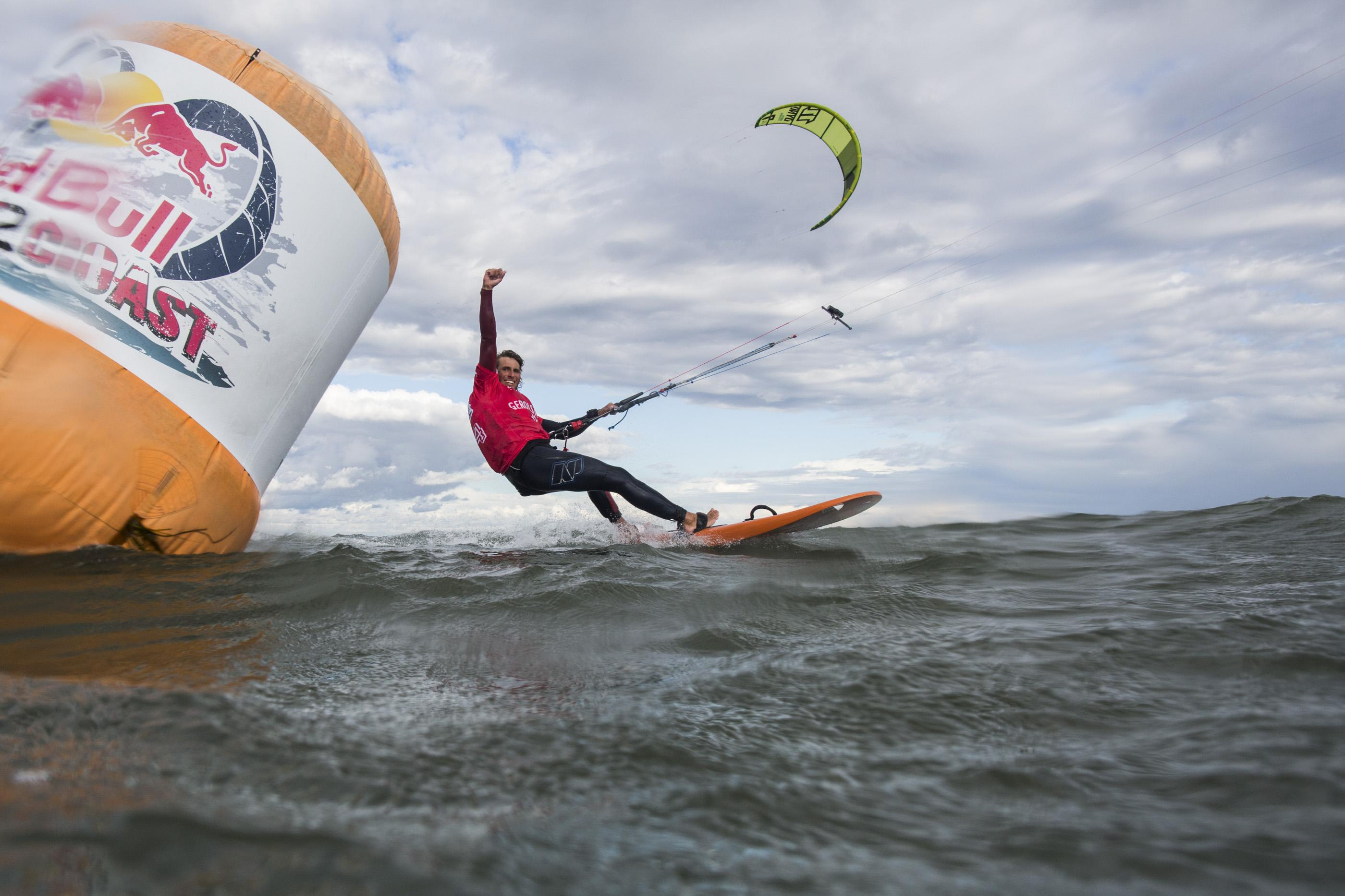 Sieger Florian Gruber beim Überqueren der Ziellinie © Henning Nockel